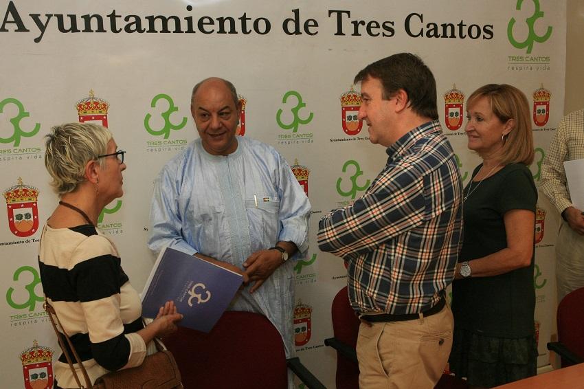 Jesús Moreno alcalde firma convenio pueblo saharaui Tres Cantos